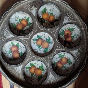 A vtg / retro muffin tin, seemingly 🍊